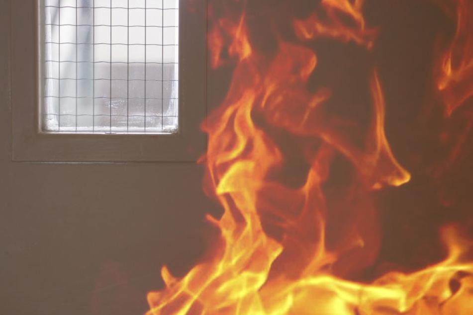 Die erlag ihren schweren Brandverletzungen. Ihr Mann steht nun unter Anklage. (Symbolbild)