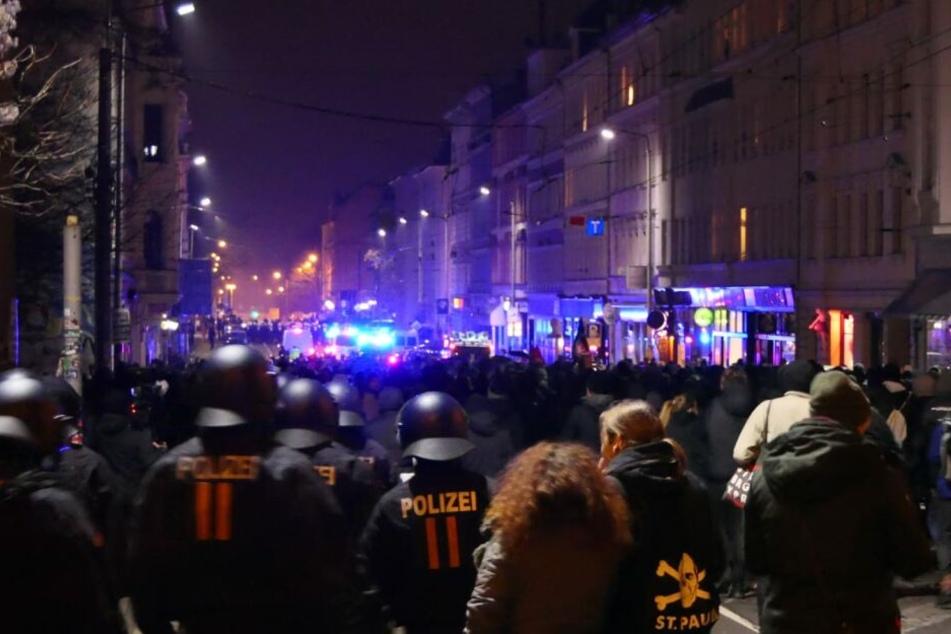 Rund 1.300 Demonstranten waren am Samstagabend in der Leipziger Südvorstadt unterwegs.