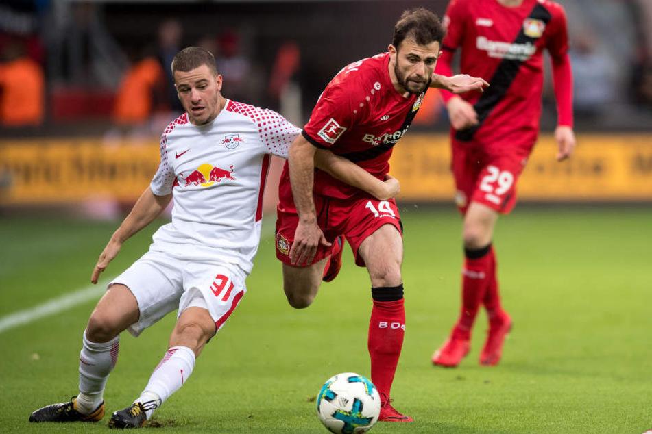 Umkämpftes Remis im November: Diego Demme (l.) und Admir Mehmedi kämpfen um den Ball, am Ende ging keiner der beiden als Sieger vom Platz.