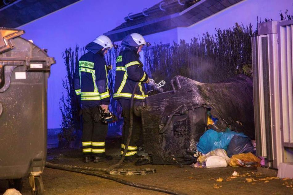 In Freiberg standen mehrere Mülltonnen in Flammen.