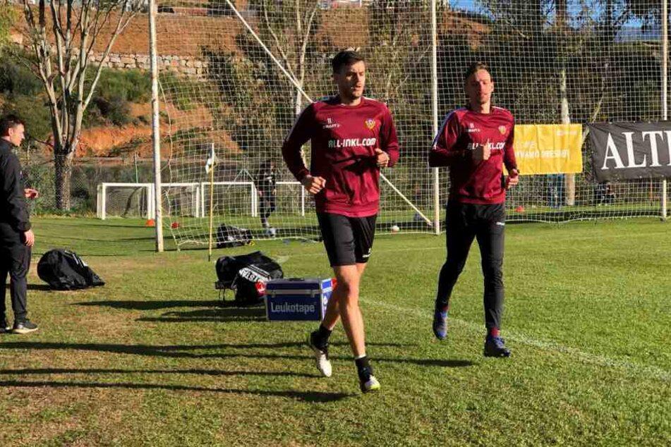 Alex Jeremejeff und Jannik Müller trainieren abseits der Mannschaft.