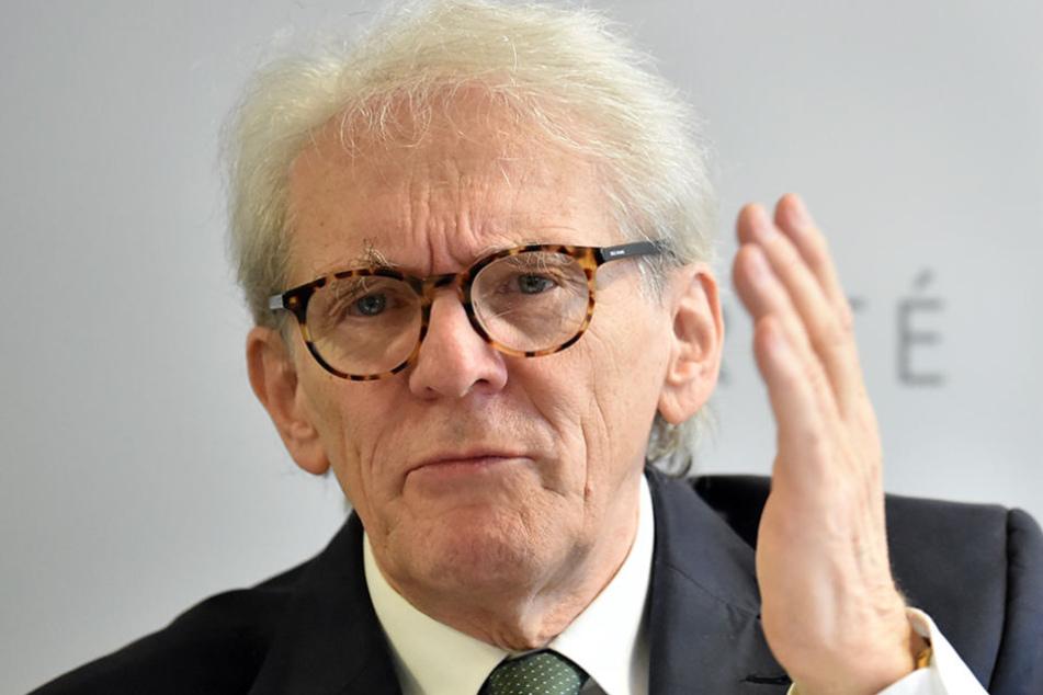 Der Vorstandsvorsitzende der Charite, Karl Max Einhäupl, spricht Anfang November auf einer Pressekonferenz über die geplanten Investitionen in den nächsten Jahren.