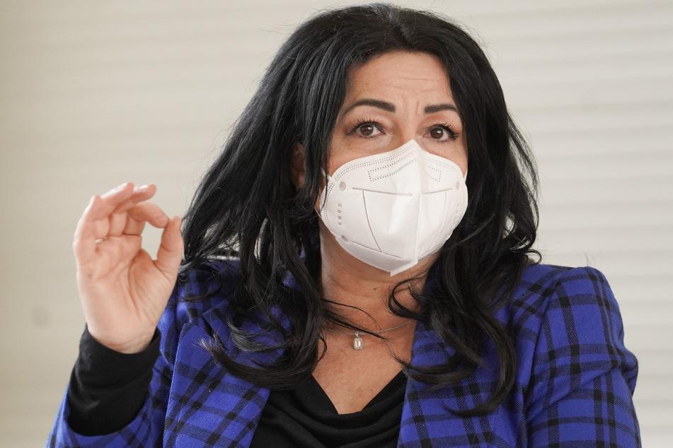 Berlins Gesundheitssenatorin Dilek Kalayci (SPD) stellt die neue Teststrategie gegen die Corona-Pandemie mit Selbst- und Schnelltests an Berliner Schulen vor.