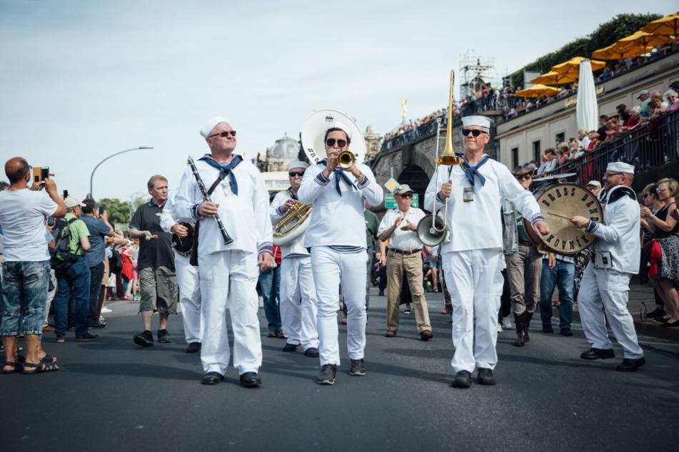 Die Brass Band Rakovrik bei der Dixieland-Parade 2019 - nächstes Jahr findet der nächste Umzug statt.