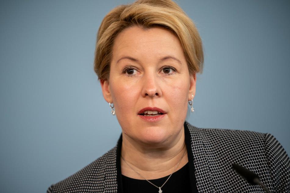 Franziska Giffey (SPD), Bundesministerin für Familie, Senioren, Frauen und Jugend, spricht bei einer Pressekonferenz zu Maßnahmen ihres Ministeriums im Rahmen der Corona-Krise.
