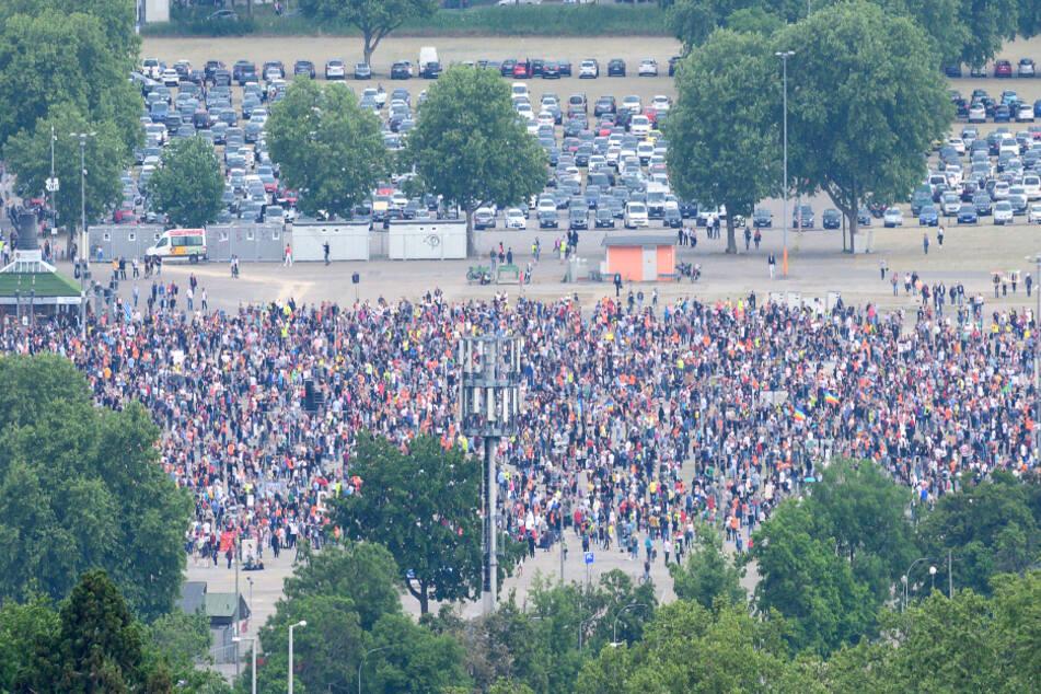 Wieder Tausende Menschen zur Corona-Demo auf dem Wasen erwartet