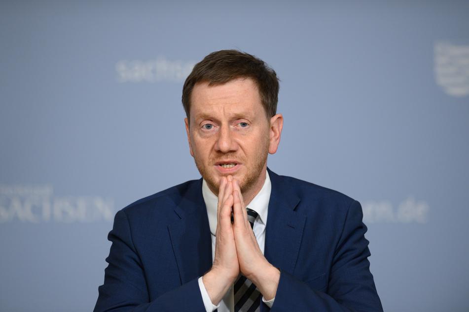 """Wegen der Ausbreitung der britischen Virusvariante sei das Land in einer schwierigen Situation. """"Viele Maßnahmen, die im vergangenen Jahr funktioniert haben, reichen derzeit nicht mehr, um tatsächlich die Infektionen unter Kontrolle zu halten"""" sagte Sachsens MP, Michael Kretschmer (45, CDU)."""