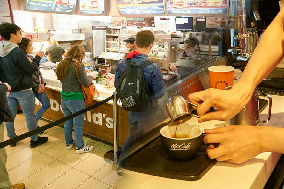 22-Jähriger stirbt fast im McDonald's, weil Mitarbeiter fatalen Fehler machten