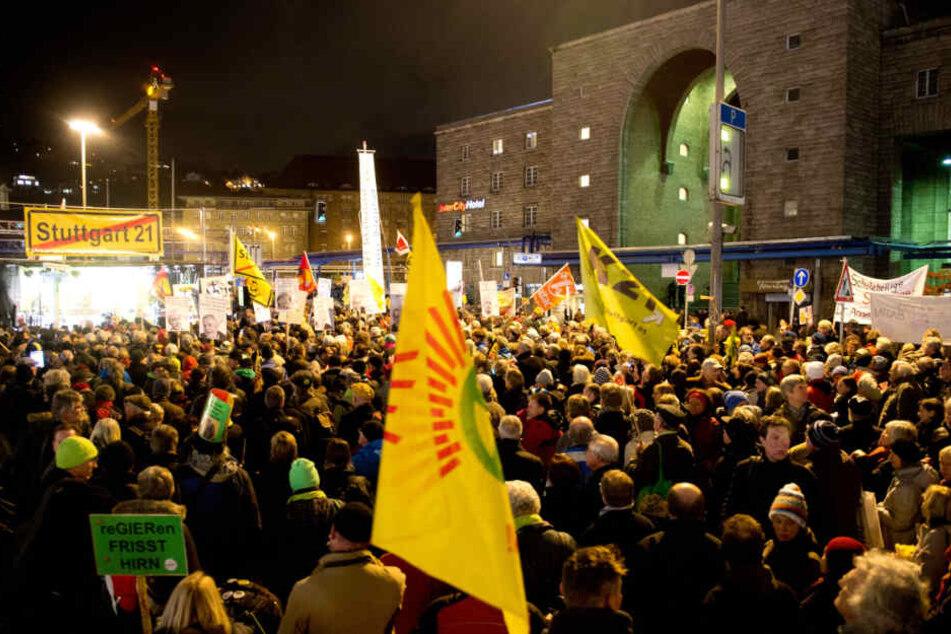 Jubiläumsprotest! 10 Jahre gehen Gegner von Stuttgart 21 jeden Montag auf die Straße