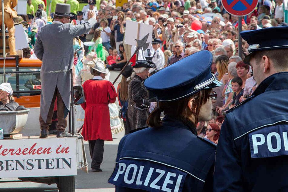 Polizei und Sicherheitskräfte wollen einen friedlichen Ablauf des Thüringentages sicherstellen.