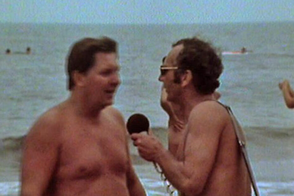 1976 interviewte Hans-Joachim Wolle splitternackt am FKK-Ostseestrand.