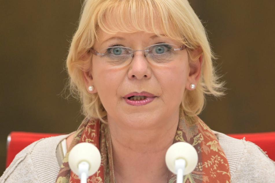 Brandenburgs Landtagspräsidentin Ulrike Liedtke (62, SPD) hat eine klare Kommunikation der Landesregierung über die Corona-Regeln und eine genaue Abwägung der Beschränkungen gefordert.