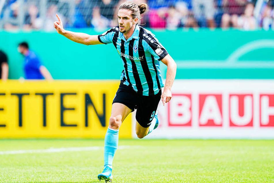 Mannheims Torjäger Valmir Sulejmani sorgte mit einem Doppelpack für den Sturz des Tabellenführers MSV Duisburg. Am Ende siegte Waldhof in einem wahren Spektakel mit 4:3.