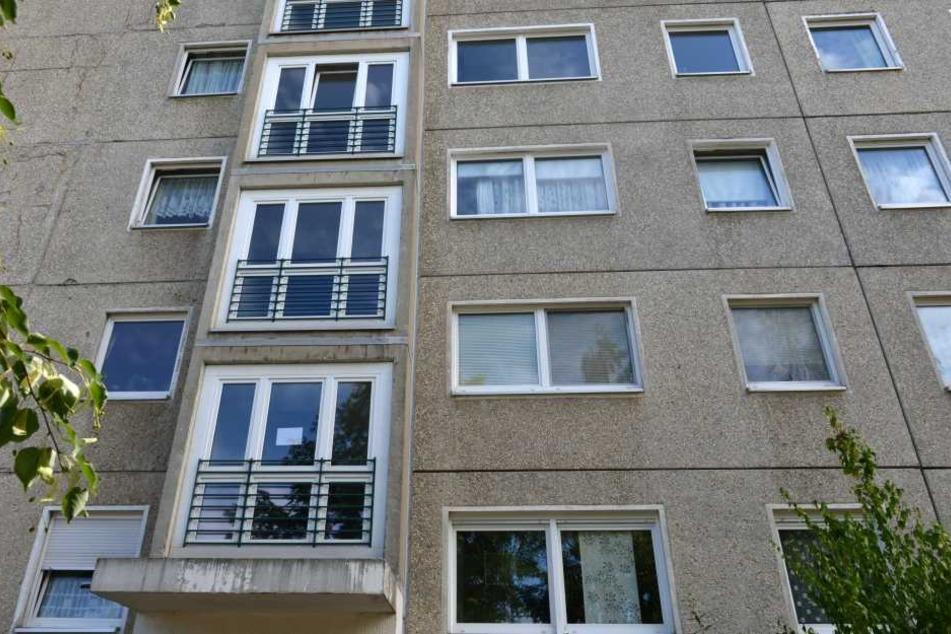 In einer Gorbitzer Wohnung wurden die zwei leblosen Mädchen gefunden.