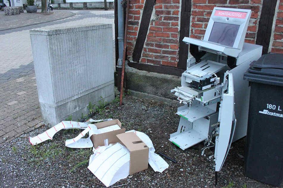 Den aufgebrochenen Automaten stellten die Diebe in der Neutorstraße ab.