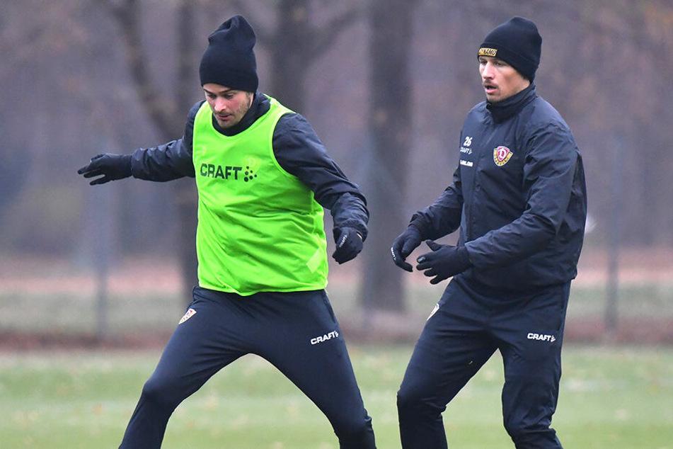 Lucas Röser (l.), hier im Training vor Sören Gonther am Ball, ist der erste Kandidat als Ersatz für Moussa Koné.