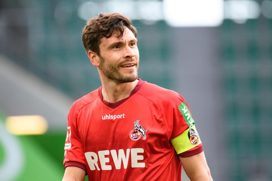 Jonas Hector (30) war nach der Heim-Pleite seines 1. FC Köln gegen den SC Freiburg bedient. Der Hauptschuldige war schnell gefunden: Schiedsrichter Marco Fritz (43).