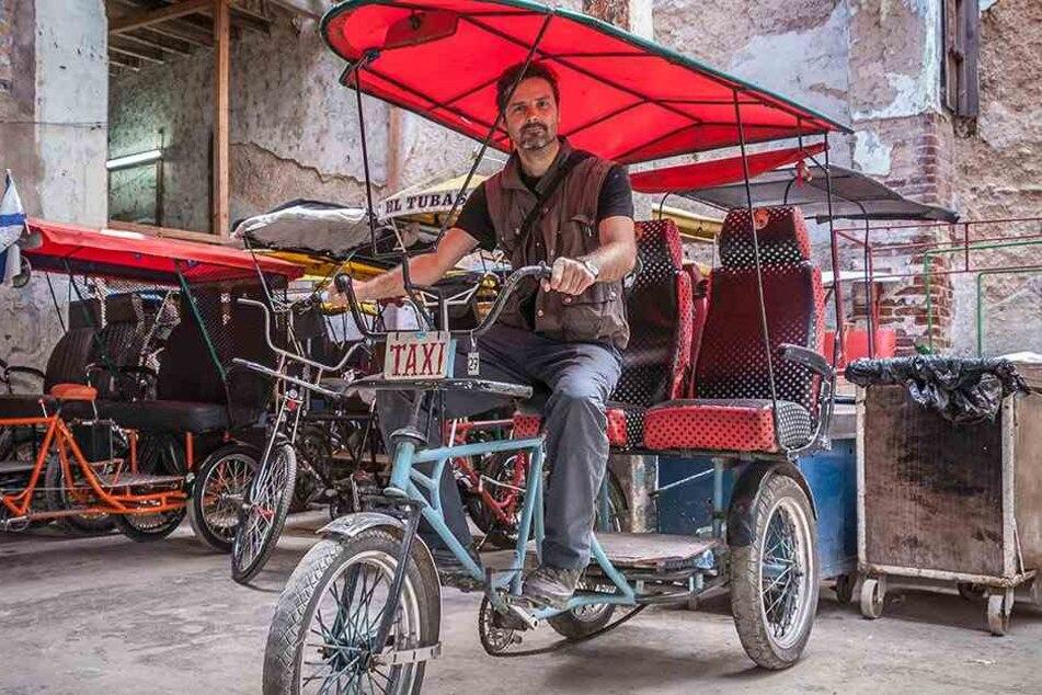 Nur fürs Foto tauschte Daniel Rintz sein Motorrad mal gegen dieses Gefährt. Jetzt soll die Reise als Film erscheinen.