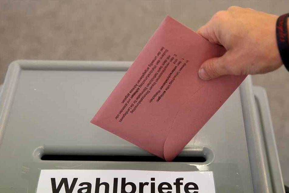 Immer weniger Bürger erscheinen persönlich an der Wahlurne und geben ihre Stimme schon vorher ab. (Symbolfoto: dpa)