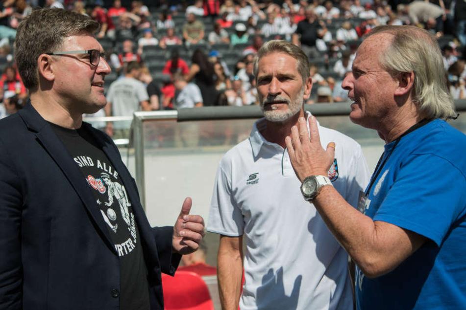 Cheftrainer Alexander Conrad (Mitte) wird intern nicht angezählt.
