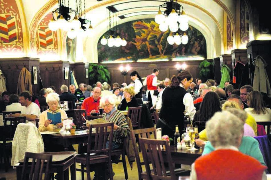 Zum Abendessen müssen die Gäste früher kommen. Ein Vier-Gänge-Menü nach 19  Uhr verhindert das verschärfte Arbeitsschutzgesetz.