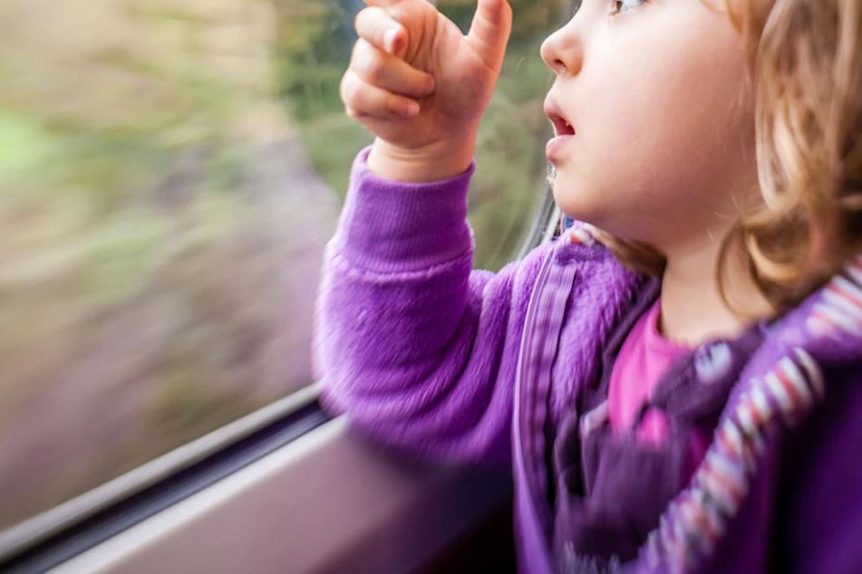 Eine Fünfjährige wurde ganz allein im Zug aufgefunden (Symbolbild).