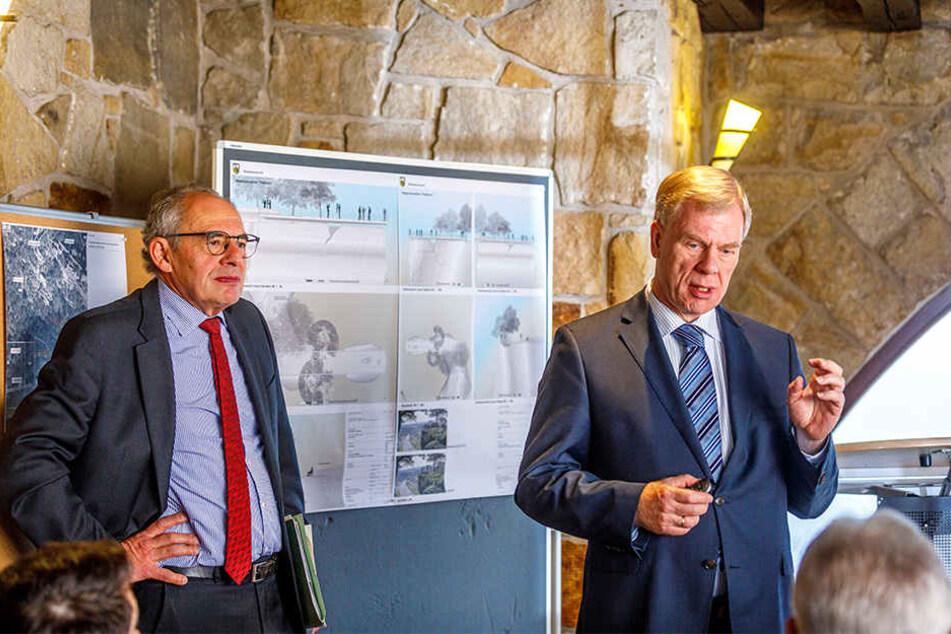 Finanzminister Georg Unland (63, CDU, re.) und seine Mitarbeiter erklärten gestern, wie sie die berühmte Bastei-Aussicht retten wollen.