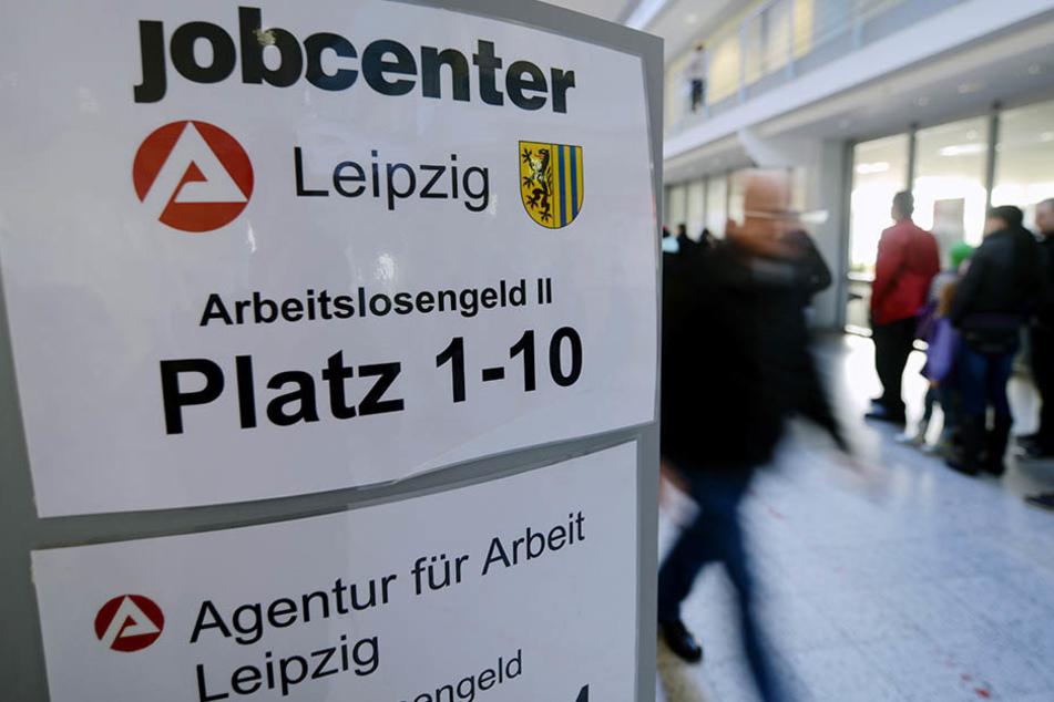 Das Jobcenter in der Georg-Schumann-Straße. Zehn Wochen nach dem Brandanschlag können 20 Büros noch immer nicht genutzt werden.