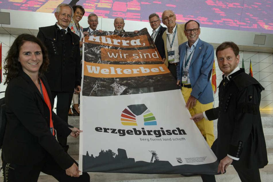 Mit einer kleinen Delegation um Michael Kretschmer (g.r.) waren die Sachsen nach Baku gereist - am Ende konnten sie feiern.