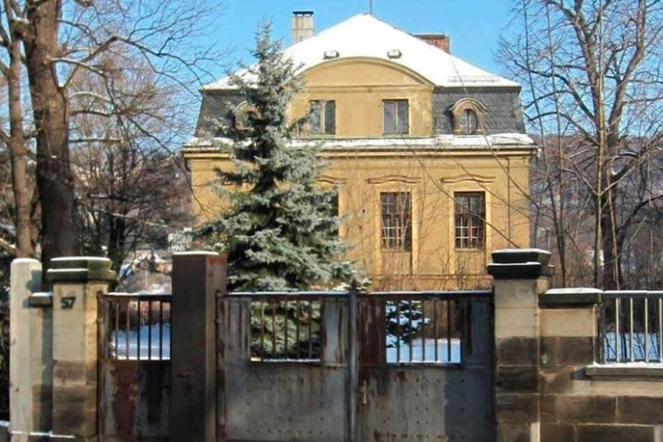 So sah die denkmalgeschützte Villa bis zu ihrem Abriss und vor etlichen Brandstiftungen aus.