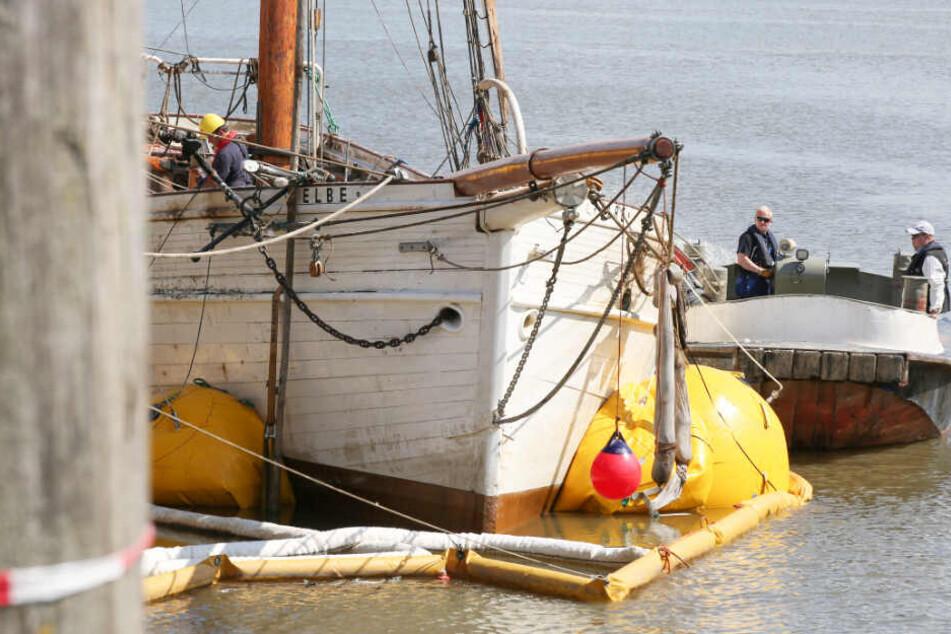 """Die """"No. 5 Elbe"""" ist durch Ballons geborgen worden und schwimmt wieder."""