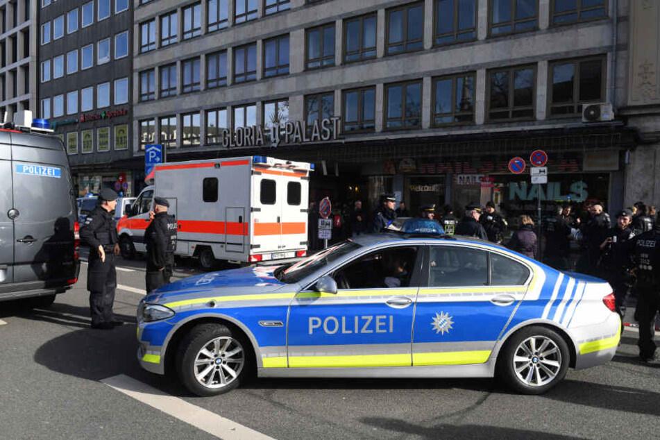 Polizisten stehen am Rande einer Demonstration gegen die Sicherheitskonferenz in München. (Symbolbild)