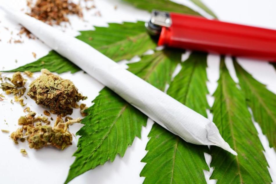 Ein Streit um Cannabis endete erst vorm und später im Polizeirevier.
