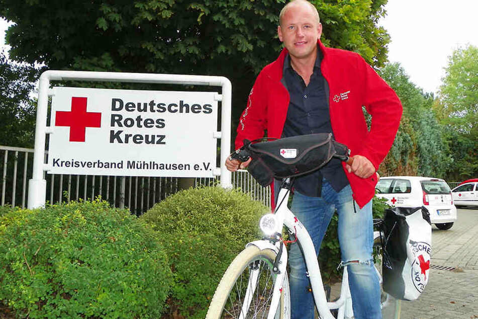 Michael Thüringer setzt auf sein weißes Damenrad.