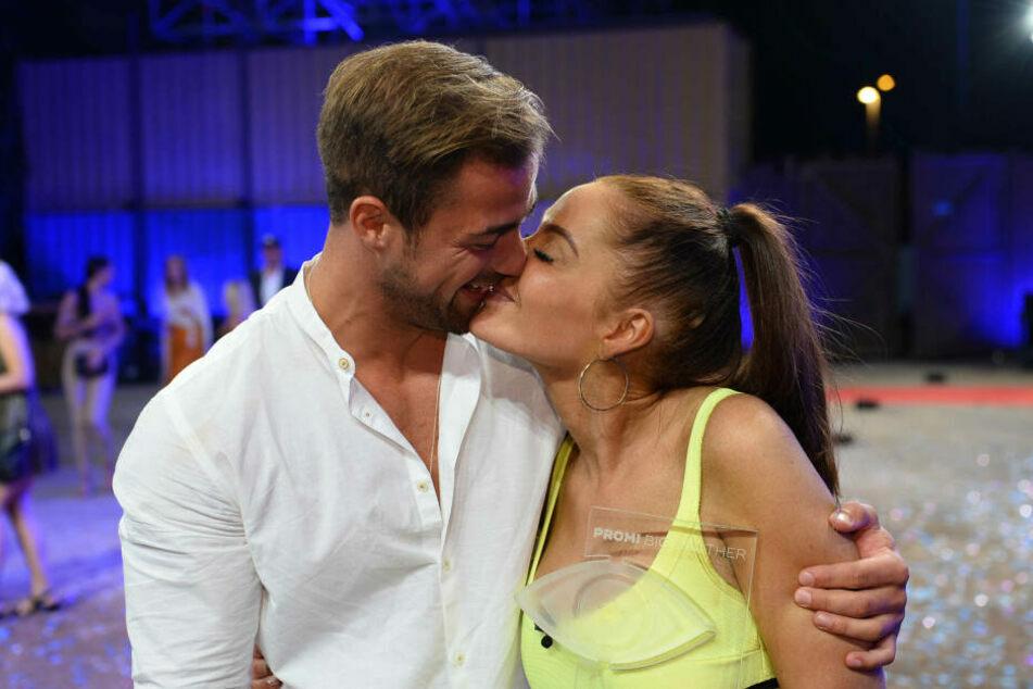 Hofften 2019 auf eine gemeinsame Zukunft miteinander: Tobias Wegener (26) und Janine Pink (32). Sie gewann PBB. Er wurde 2020 Sieger der Herzen bei Promis unter Palmen.