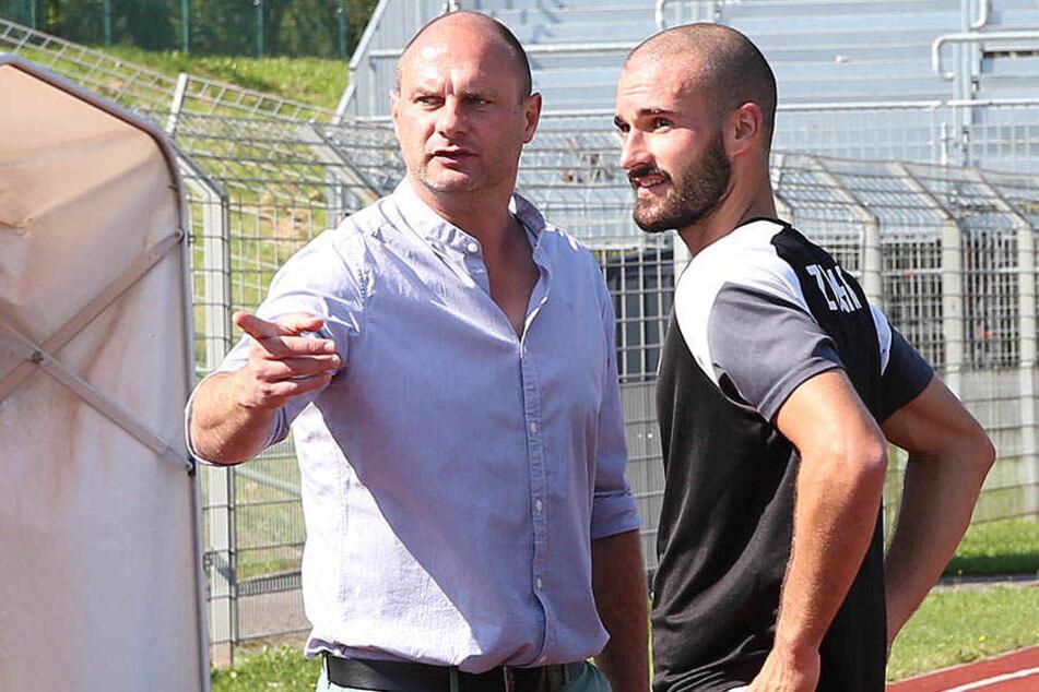 Nico Antonitsch (r.) im Gespräch mit FSV-Sportdirektor David Wagner.