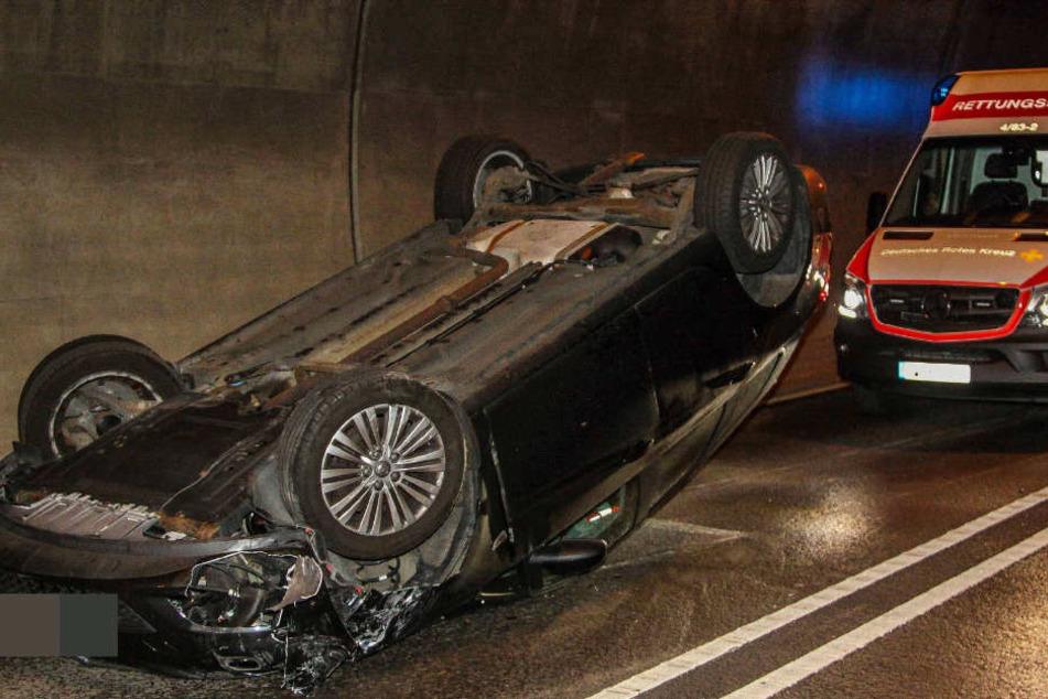 Der 24-Jährige verlor das Bewusstsein, dann gerät er in den Gegenverkehr und überschlug sich.