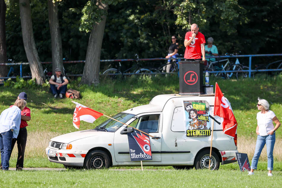 Der bekannte Rechtsextremist Sven Liebich versuchte, die Veranstaltung zu stören und wurde schließlich von der Polizei zurechtgewiesen.