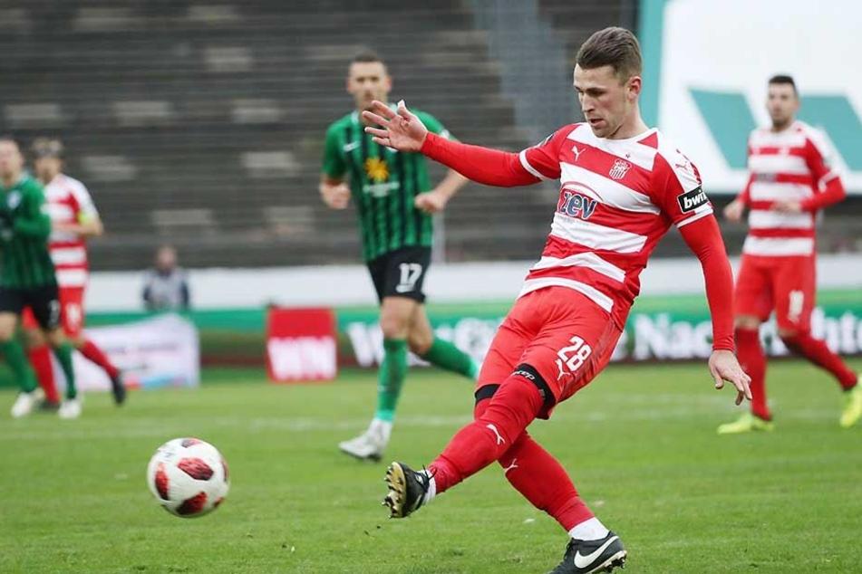 Nils Miatke im Spiel bei Preußen Münster am Ball. Der Zwickauer gab nach acht Wochen Verletzungspause sein Comeback.