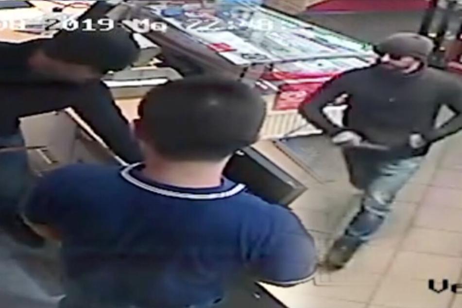 Polizei veröffentlicht Video: Wer erkennt diesen Mann?