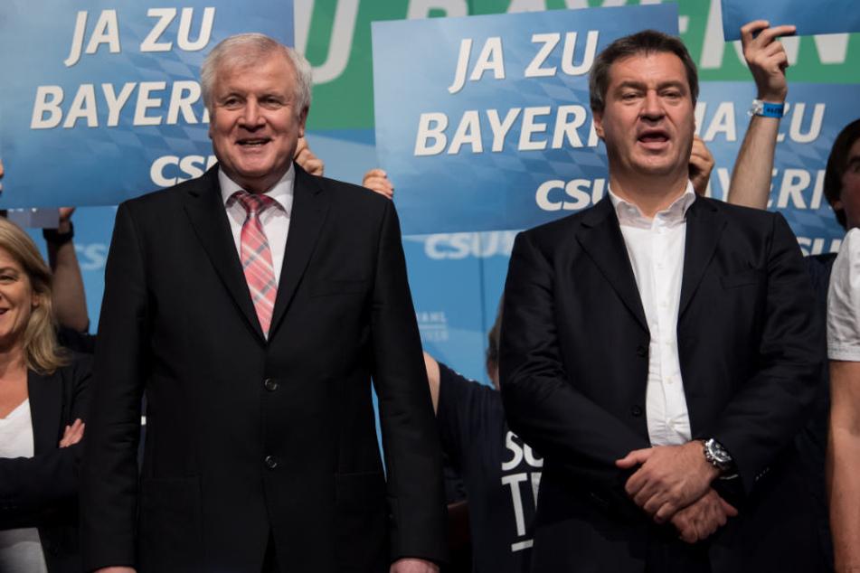 Markus Söder (r) wollte sich nach der Wahl-Pleite nicht zur Causa Seehofer äußern.