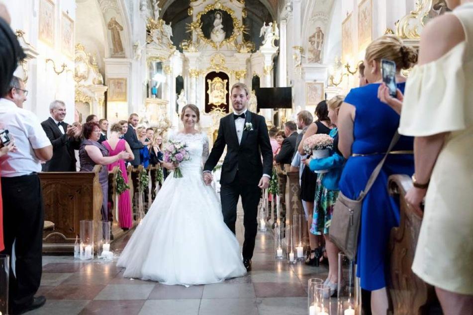 In einer Wallfahrtskirche gab sich das Paar das Ja-Wort.