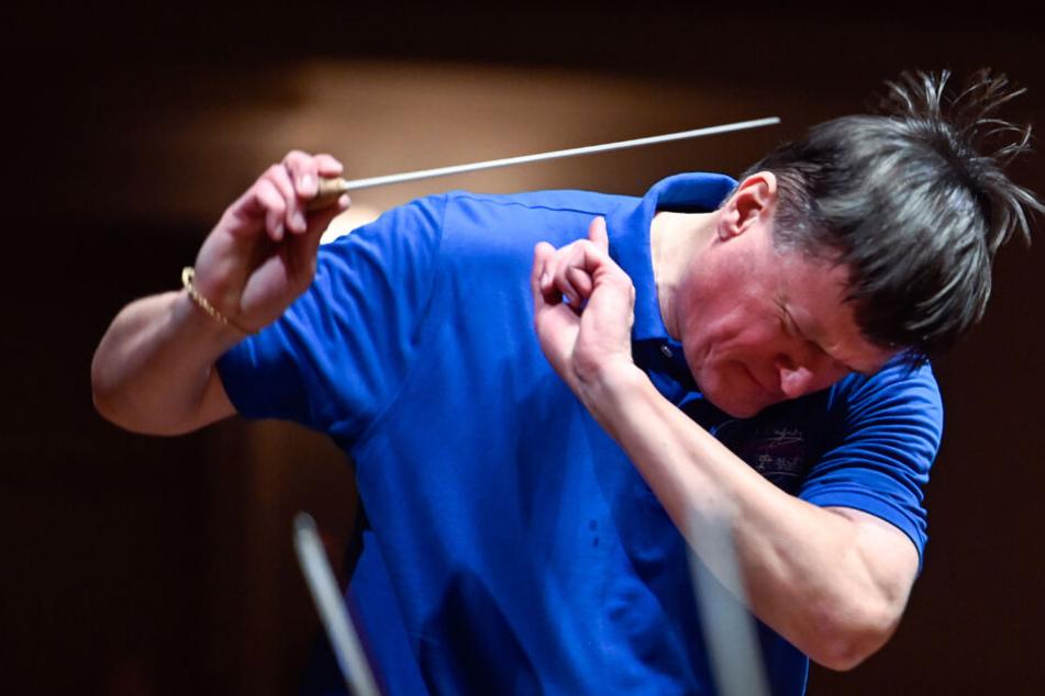 Der Dirigent in seinem Element: Christian Thielemann (60) während der Proben zum 5. Symphoniekonzert mit den ersten drei Beethoven-Symphonien im Dezember. Musik erfordert vollen Körpereinsatz.