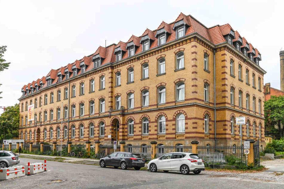 Später als geplant soll das Justizministerium ausziehen - und zwar in dieses Gebäude am Bahnhof Neustadt.