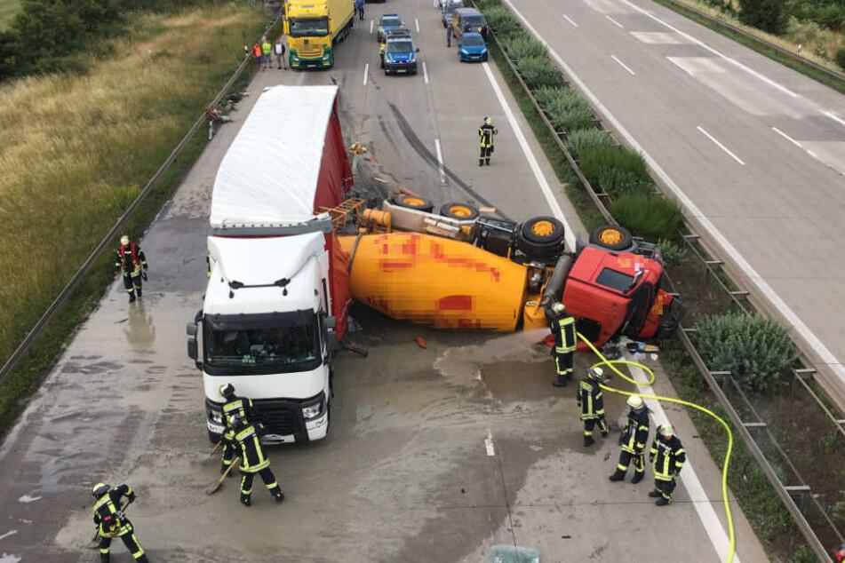 Nach einem Verkehrsunfall kam es zu einer Vollsperrung auf der Autobahn 2 in Richtung Berlin.