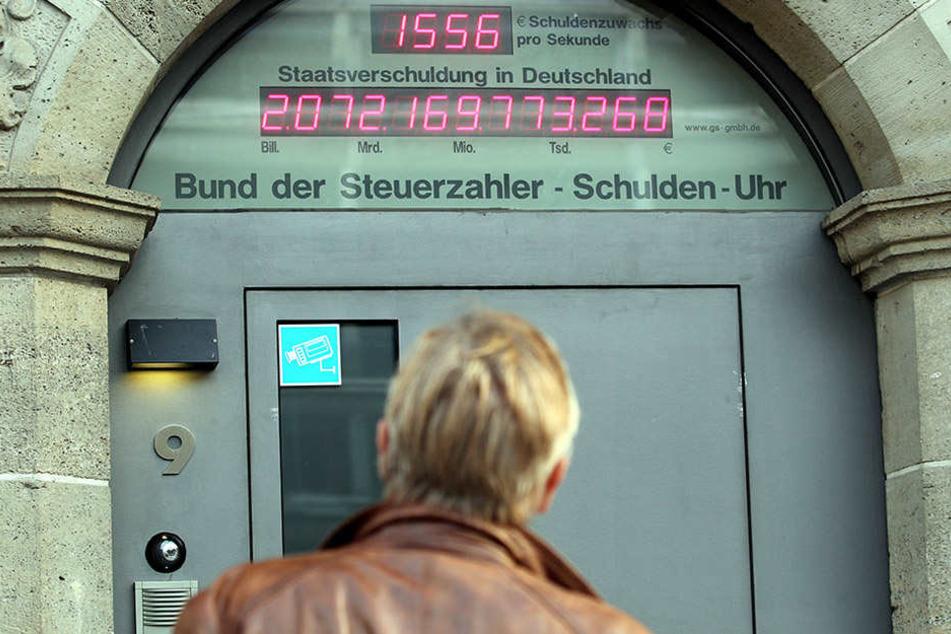 2011 stand die Schuldender noch bei 2072,16 Milliarden Euro. Seit dem sinkt die Zahl leicht.
