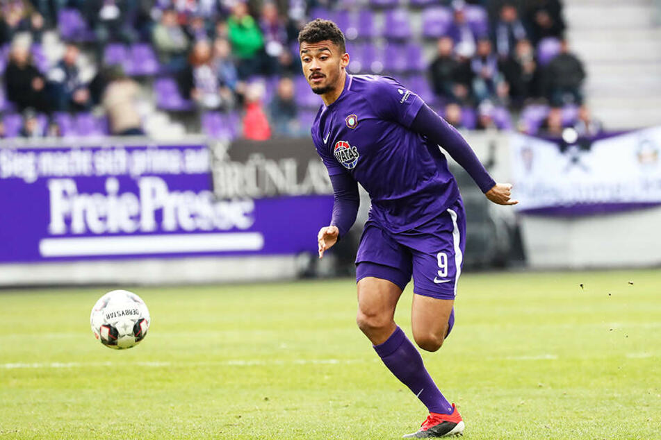 Emmanuel Iyoha soll bei Holstein Kiel einen weiteren Schritt in seiner Karriere nach vorne gehen.