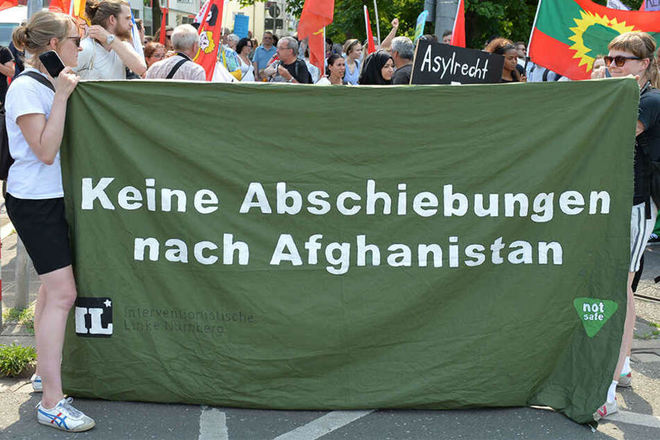 In Bayern gingen Demonstranten Anfang Juni auf die Straße, weil immer mehr Flüchtlinge zurück nach Afghanistan geschickt werden.