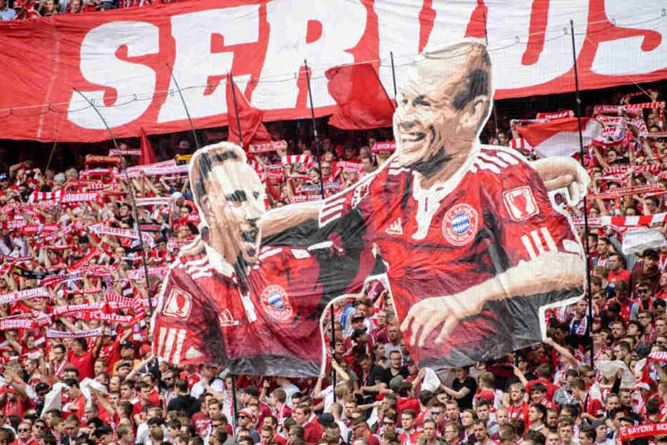 Die Fans des FC Bayern feierten Franck Ribéry und Arjen Robben zum Abschied.