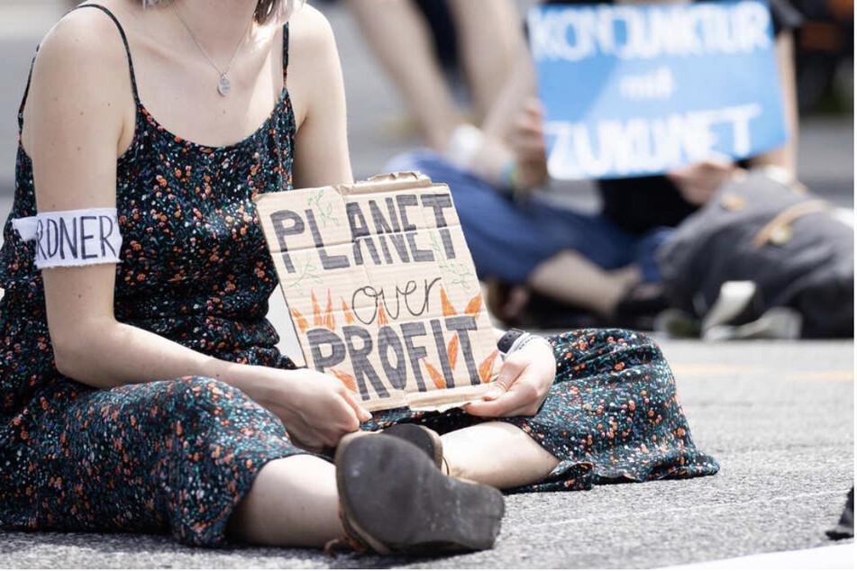"""Unter anderem Aktivisten der """"Fridays For Future""""-Bewegung sind unter den 16 Beschwerdeführern."""